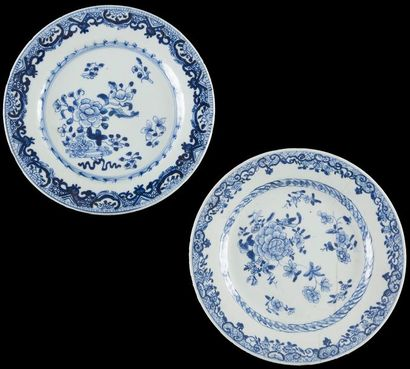 Chine  Quatorze assiettes en porcelaine à...