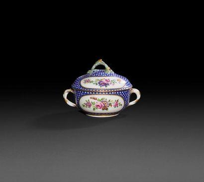 Sèvres  Écuelle ronde couverte en porcelaine...