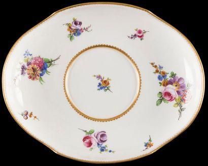 Sèvres  Plateau d'écuelle ovale en porcelaine...