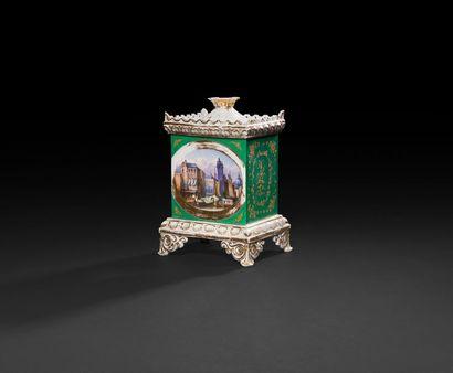 Paris  Vase pot pourri couvert en porcelaine...