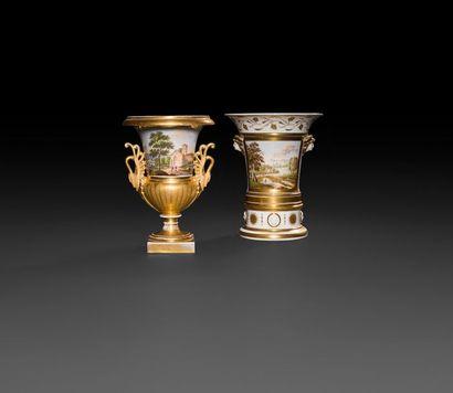 Paris  Cache-pot en deux parties en porcelaine...