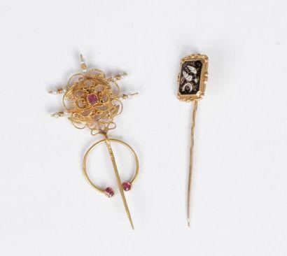 Suite de deux bijoux en or 18K (750) comprenant...