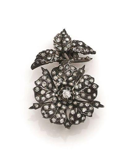 Broche-pendentif bipartite fleur d'églantine...