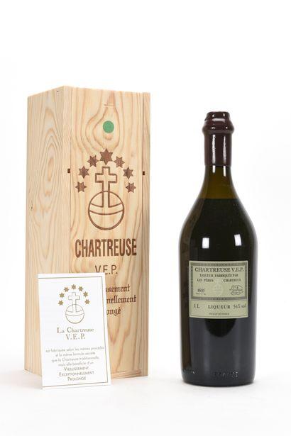 1 B CHARTREUSE VERTE V.E.P. 100 Cl 54% (Caisse Bois d'origine) (mise 2020), Pères...