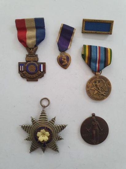 USA – ROYAUME-UNI 6 médailles et barrettes...