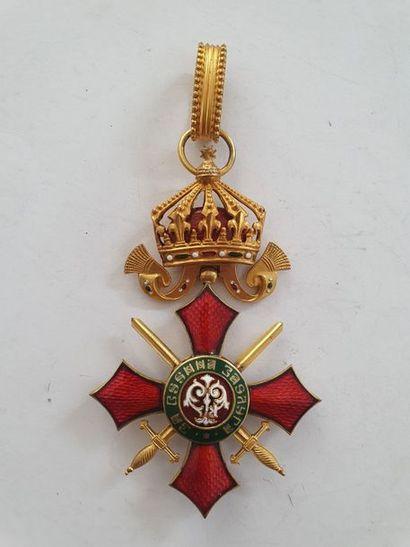 BULGARIE ORDRE DU MÉRITE MILITAIRE Croix de commandeur. En bronze doré et émail....