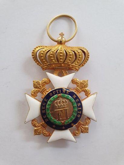 ROYAUME DES DEUX SICILES ORDRE DE FRANÇOIS Ier. Croix de chevalier en or et émail...