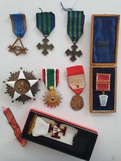 DIVERS PAYS - Plaque d'un ordre africain. En métal argenté et émail (manque le centre)....