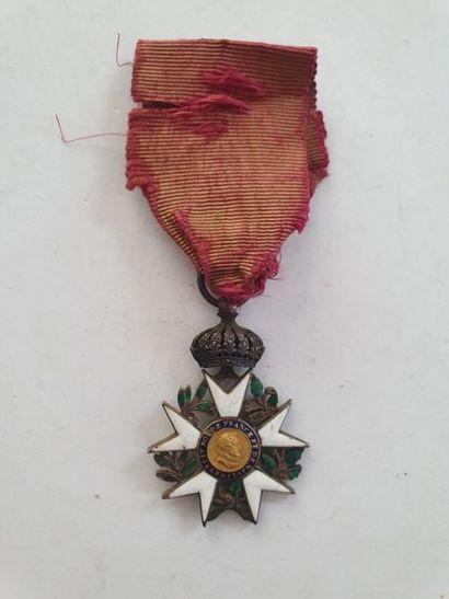 FRANCE ORDRE DE LA LÉGION D'HONNEUR Croix de chevalier du 2e type à couronne fixe...