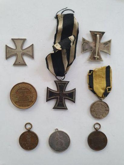 ALLEMAGNE Ensemble de 8 décorations dont croix de fer de 1ère classe (éclats), croix...