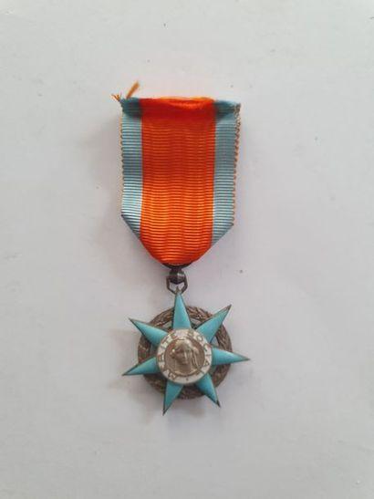 FRANCE ORDRE DU MÉRITE SOCIAL Étoile de chevalier...