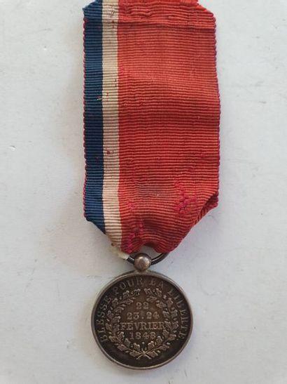 FRANCE MÉDAILLE DES BLÉSSÉS (RÉVOLUTION DE 1848) Médaille par Calipe, en argent....