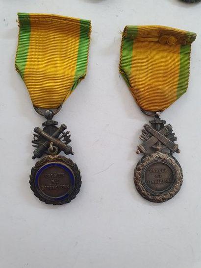 FRANCE MÉDAILLE MILITAIRE Ensemble de cinq médailles militaires IIIe République...