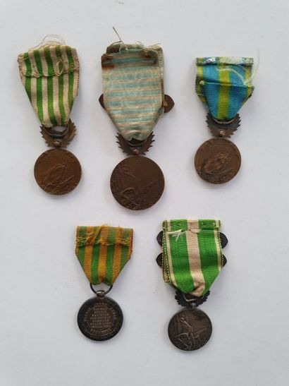 FRANCE CAMPAGNES COLONIALES Ensemble de cinq médailles commémoratives de campagne:...