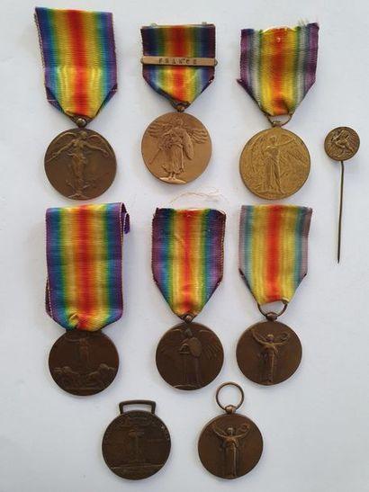 MÉDAILLE INTERALLIÉE Huit médailles: Un...