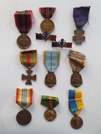 FRANCE Ensemble de 9 médailles et insignes:...