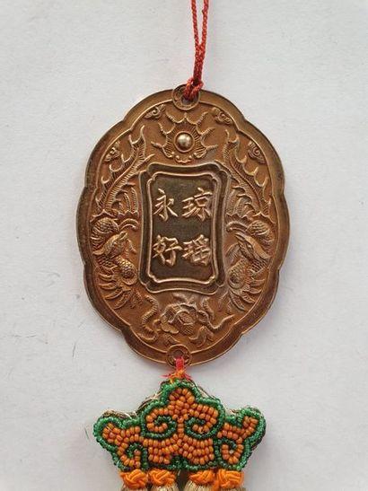 ANNAM KIM BOÏ En vermeil estampé à décor d'idéogrammes. Poinçon tête de sanglier....