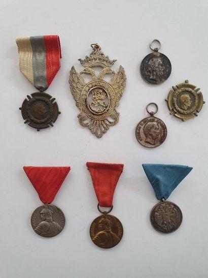 SERBIE 5 médailles: deux commémoratives...