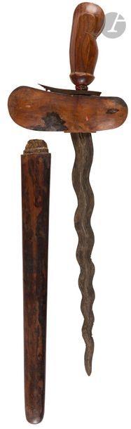 Kriss malais. Poignée en bois sculpté. Virole...