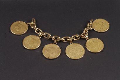Bracelet gourmette en or retenant 6 pièces...
