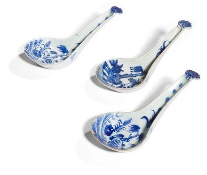 Chine Trois cuillères en porcelaine à décor...