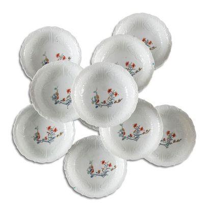 Japon Dix petites coupes lobées en porcelaine...