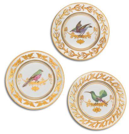 Paris (Rouard) Trois assiettes en porcelaine...