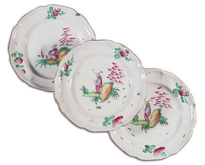Les Islettes Trois assiettes en faïence à...