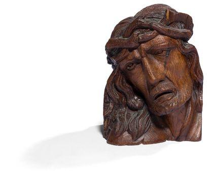 Tête de Christ en chêne sculpté. Tête inclinée...