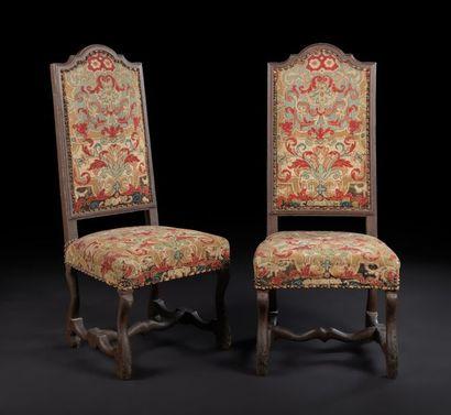 Paire de chaises en bois peint, à haut dossier...