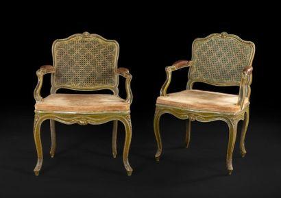 Paire de fauteuils cannés en hêtre peint,...