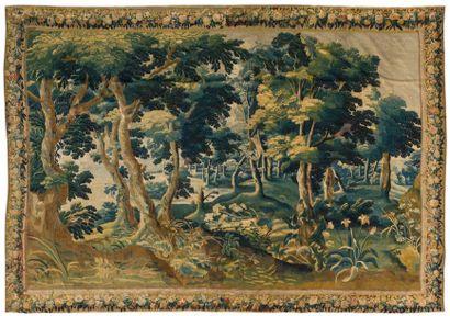 Tapisserie des Flandres représentant un sous-bois,...
