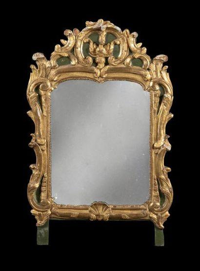 Miroir en bois doré et peint à décor ajouré...