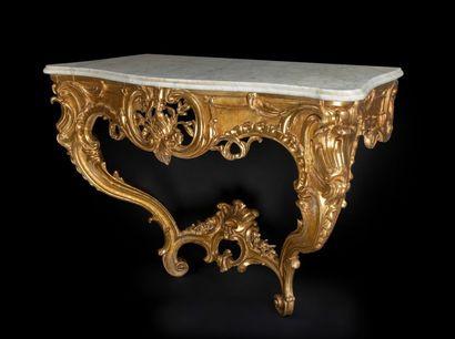 Console en bois doré à décor ajouré de feuillages...