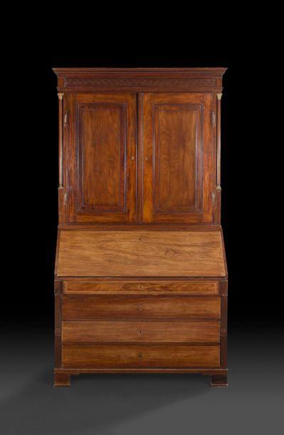 Grand secrétaire formant commode et armoire...