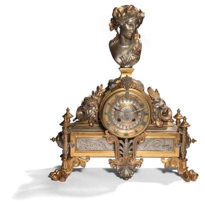 Pendule en bronze argenté et doré à décor...