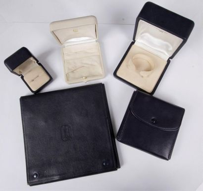 BOUCHERON Lot de 5 écrins pour bijoux (en...