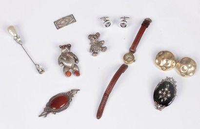 Lot de bijoux et accessoires fantaisie comprenant:...