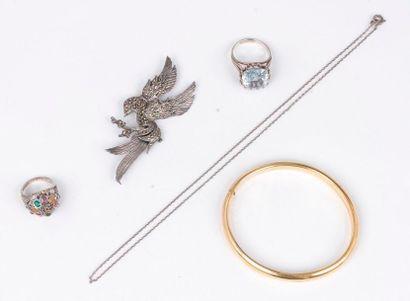 Lot de bijoux en argent ou métal comprenant:...