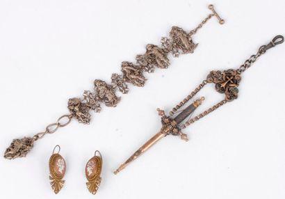 Lot de bijoux et d'accessoires comprenant:...