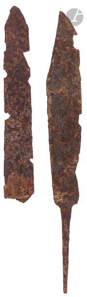 Deux fragments de lame de couteau  Fin de...