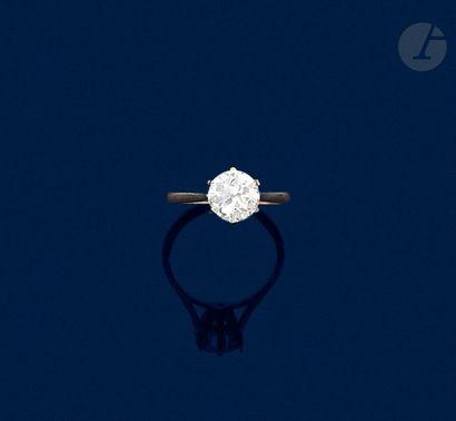 Bague en or gris 18K (750), sertie d'un diamant...