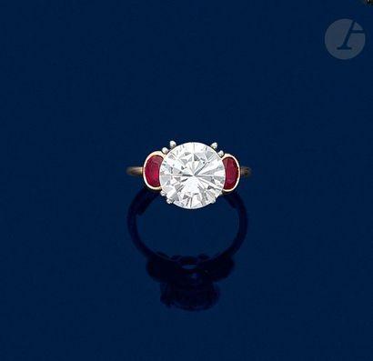 Bague en or 18K (750), ornée d'un diamant...