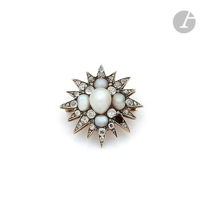 Star brooch in 14K (585) gold and silver, set with baroque pearls perhaps fine and...