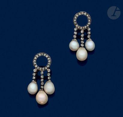 Paire de pendants d'oreilles en argent et en or 18K (750) chacun dessinant un anneau...