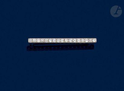 Platinum brooch-barrette, set with antique cut diamonds. Length: about 4.8 cm ....