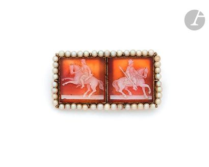 18K (750) gold brooch, rectangular in shape, adorned with two cameos each carved...