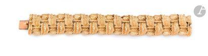 Bracelet en or 18K (750) articulé de feuilles...