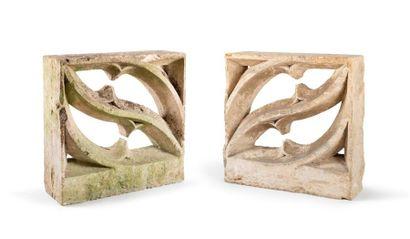 Deux éléments de balustrade en pierre calcaire...