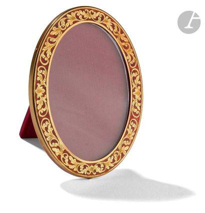 Cadre à poser en or 14 K émaillé rouge d'une...
